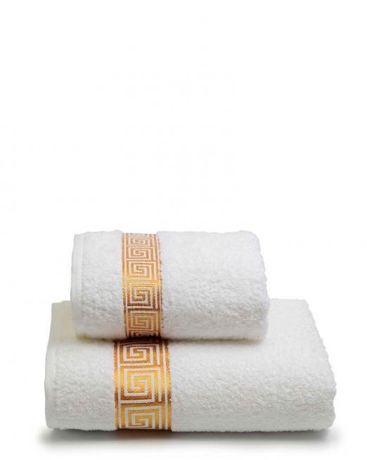 Фото махрового полотенца с именной вышивкой